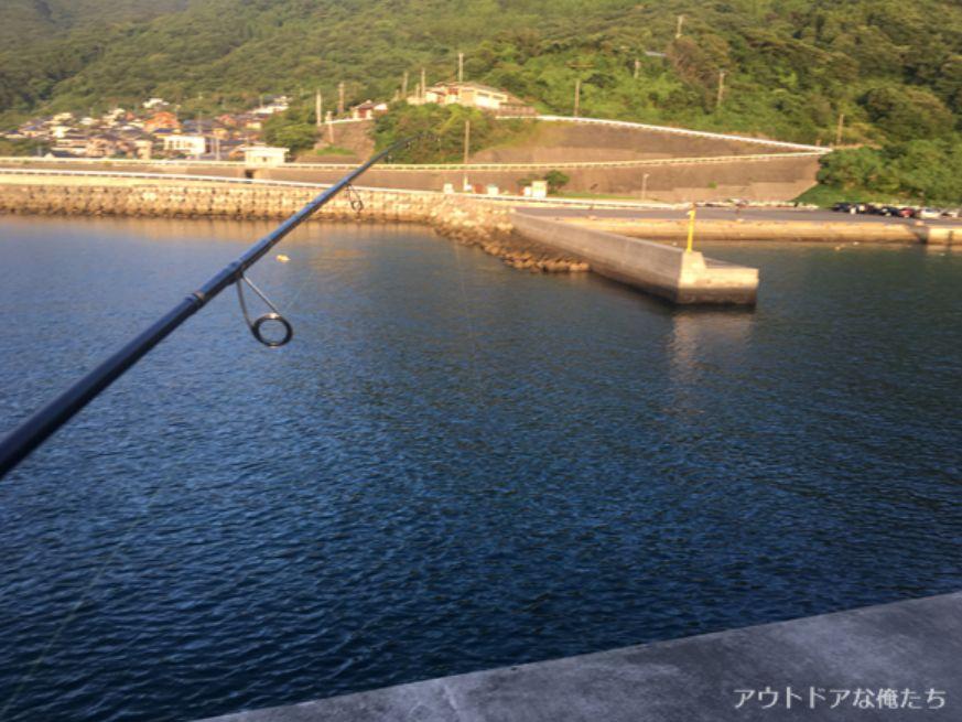 堤防から見た漁港