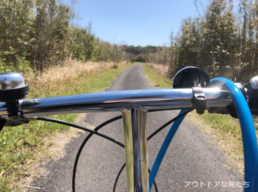 自転車と田舎道