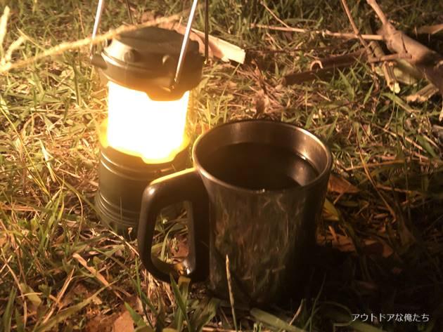 ランタンとコーヒー